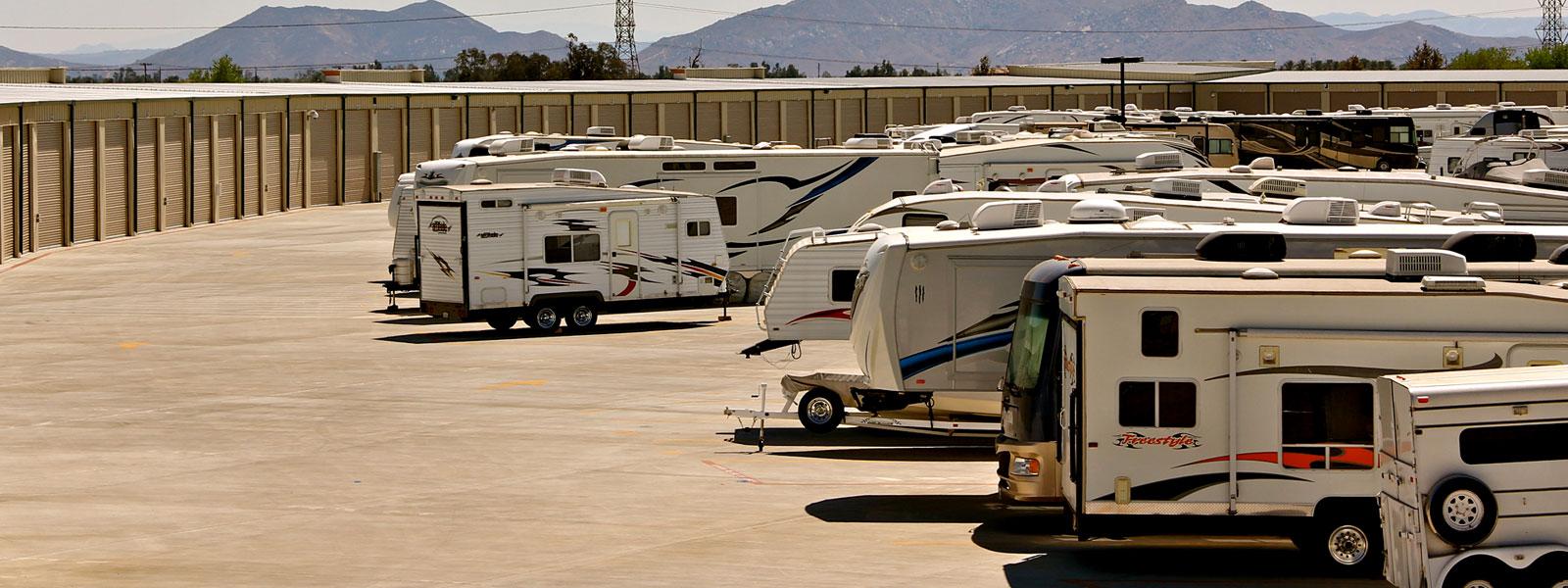 Superbe Rv Storage Parking Lot